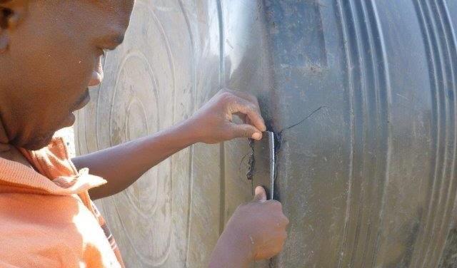 Turkana reparando