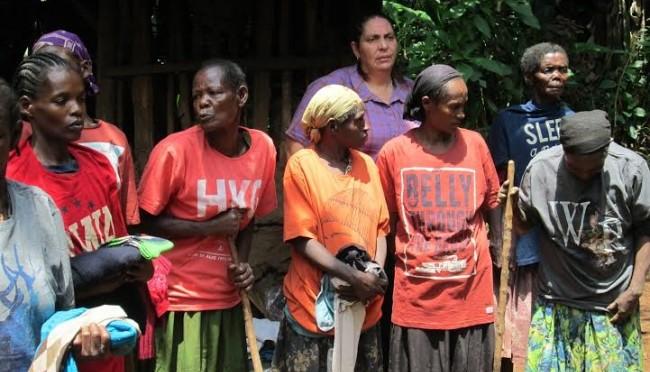Reparto ropa Etiopia_mujerescamisetas_rosa